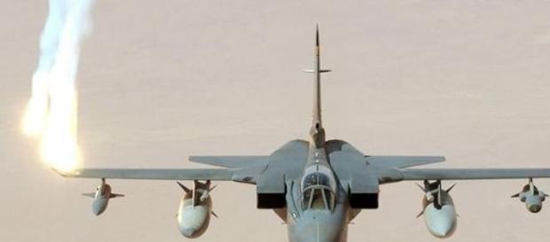 Myśliwce Tornado atakujące rebeliantów