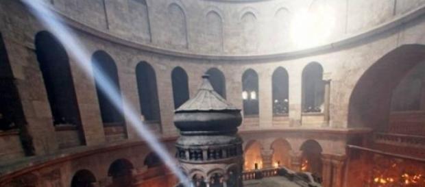 Pogorarea Luminii Sfinte- miracolul Invierii