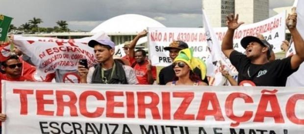 Protestos no país, projeto é duramente criticado.
