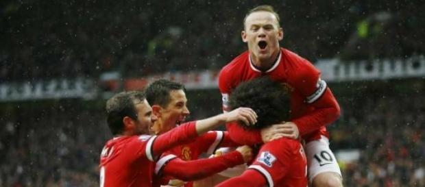 Manchester United vence de virada o clássico local