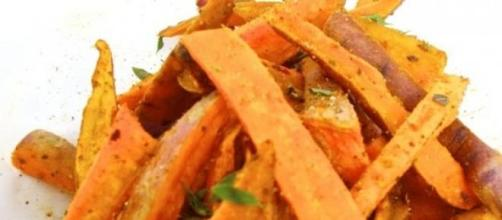 Batatas fritas con mezcla de especias latinas