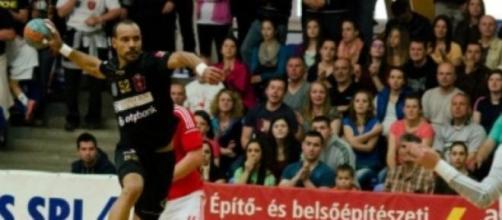 Benfica perdeu na Roménia mas tem final à porta