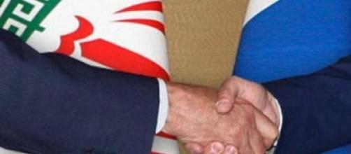 Stretta di mano Iran e Russia
