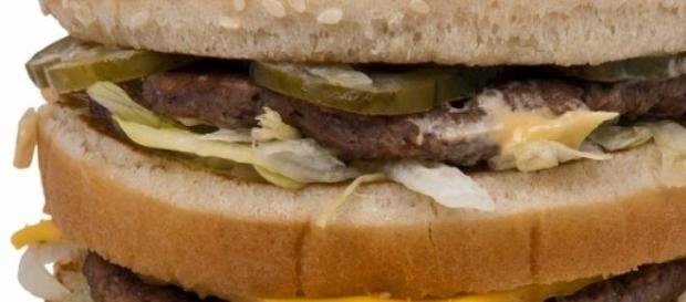 Cheeseburger dublu la KFC