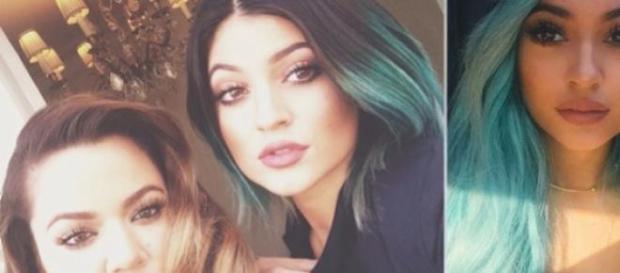 Khloe Kardashian e Kylie, agora com cabelo azul.