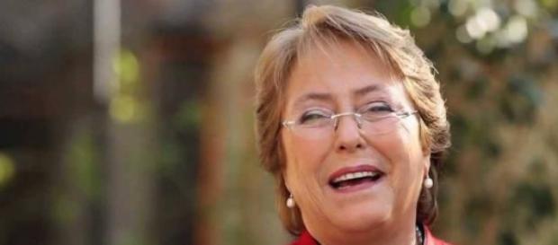 La présidente autorise l'union civile entre gays.