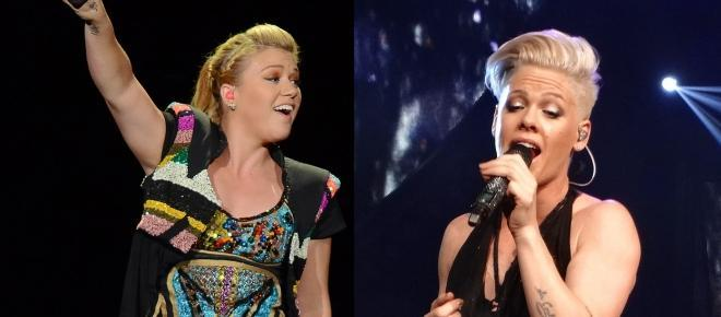 As cantoras Kelly Clarkson e P!nk
