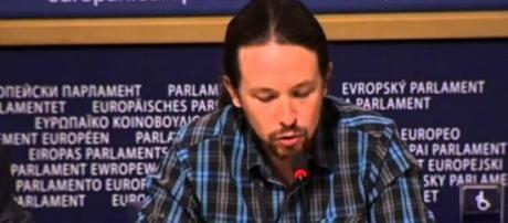 Pablo Iglesias le regala al rey 'Juego de Tronos'
