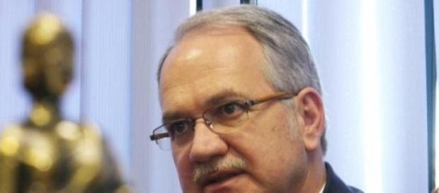 Novo ministro encara a primeira polêmica