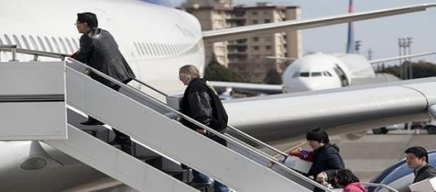 Pasajeros subiendo al avión