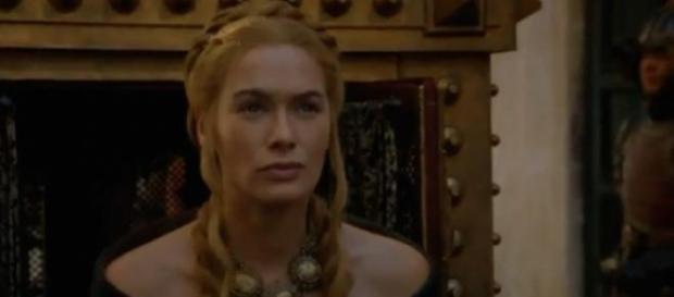 The episode begins with a flashback from Cersei.