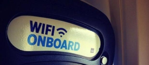 Un avviso di wi-fi a bordo