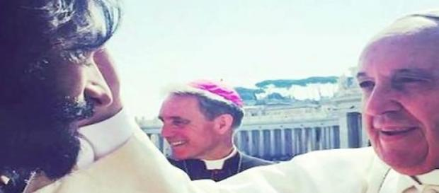 Papa Francisco abençoou Rodrigo Santoro.
