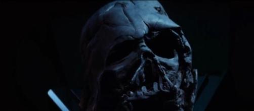 El casco quemado de Darth Vader