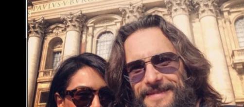Rodrigo Santoro e Nazanin Boniadi no Vaticano.