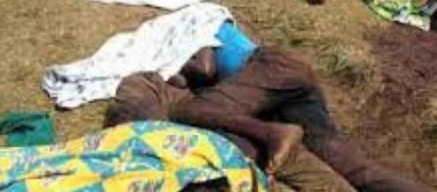Les corps des victimes à Mbau au Congo.
