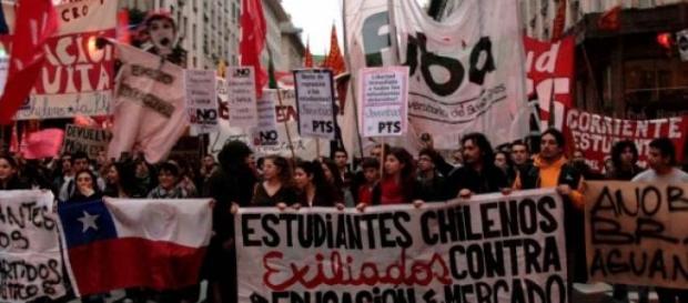 Les étudiants manifestent contre la réforme.