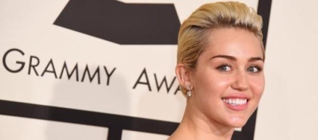 Mais uma polêmica sobre a estrela pop Miley Cirus