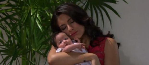 Maricruz dá a luz uma menina