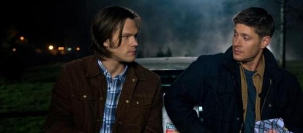 Sam y Dean con su Chevrolet Impala