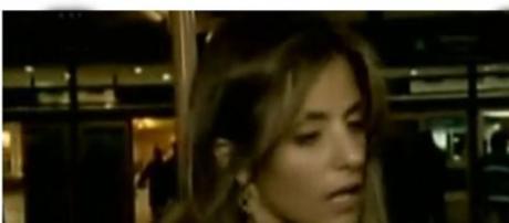 Ana Alianelli, haciendo declaraciones en Ezeiza
