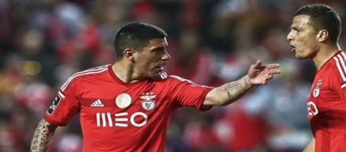 """Maxi Pereira a """"orientar"""" Lima."""