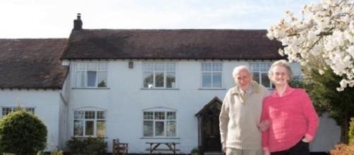 Casal Morgan e a mansão transformada.