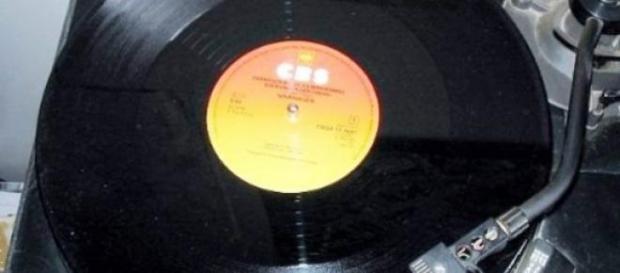 Czarna, analogowa płyta do gramofonu