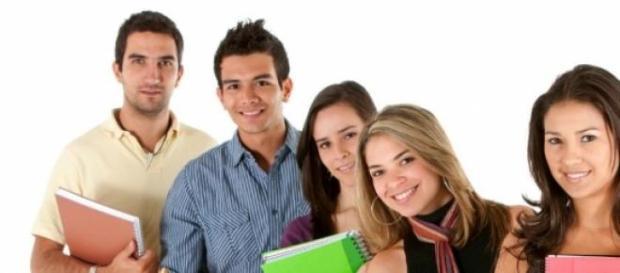 Empresas buscam por universitários para estágio