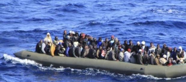 Un chalutier de 700 migrants aurait chaviré.