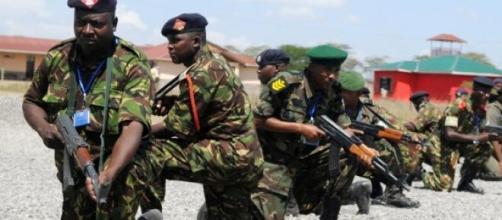 Forças de segurança quenianas cercam terroristas.