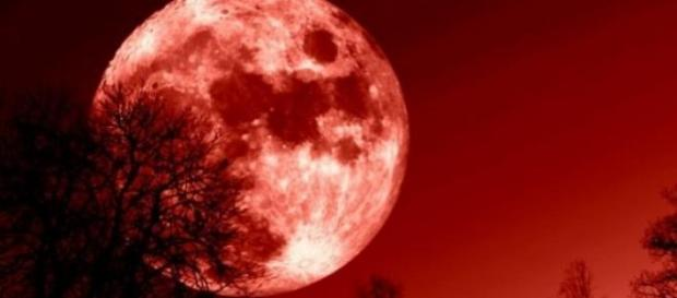 Eclipsa totala de luna va avea loc sambata