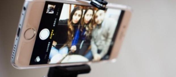 Os selfie sticks são considerados uma 'praga'