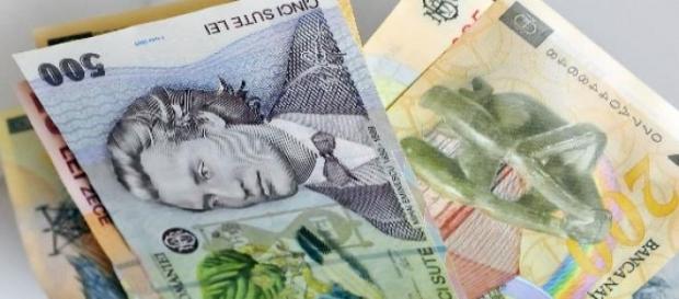 Pensionarii si bugetarii primesc banii mai devreme