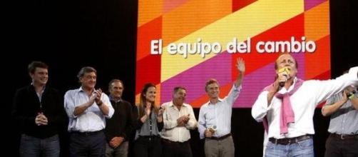 El equipo del PRO, apoyando a Del Sel