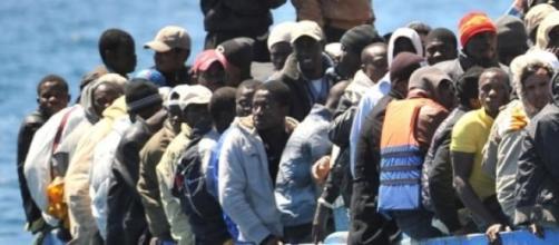 Embarcação com refugiados