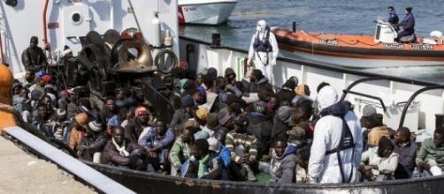 Itália prossegue buscas por imigrantes