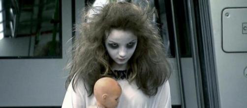SBT lança pegadinha da menina fantasma