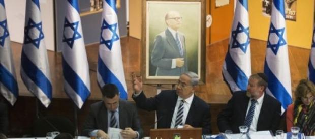 Bibi Netanyahu chairs the weekly cabinet meeting.