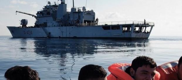 Immigranti salvati in acque del Mediterraneo