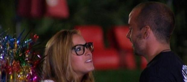 Melina vuelve a besarse en Amor a Prueba