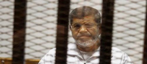 Mohammed Morsi escucha la sentencia de 20 años