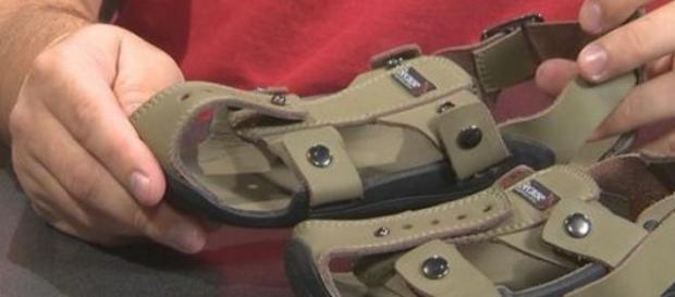Sandalele care se pot regla.