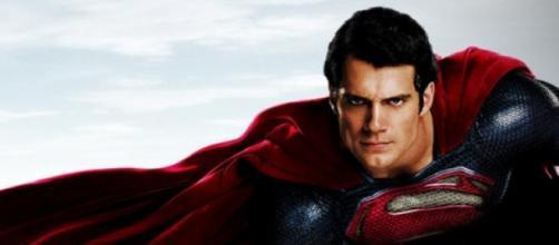 Domenica sera la storia di Superman su Italia 1