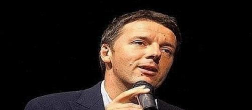Renzi alle prese di un suo discorso politico.