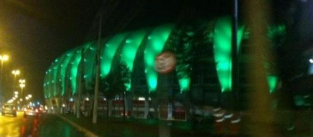 Beira Rio iluminado de verde nesta segunda feira.