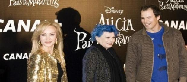 Carmen Lomana con otros personajes famosos.