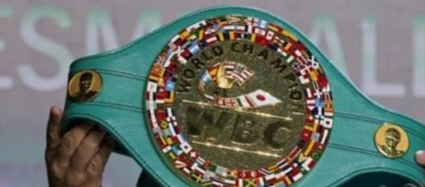Mayweather vs Pacquiao com cinturão milionário