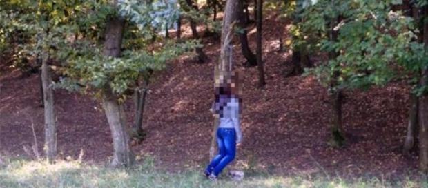 O copilă 14 ani s-a spânzurat în drum spre școală