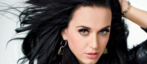 Katy Perry se muda para ayudar a la juventud